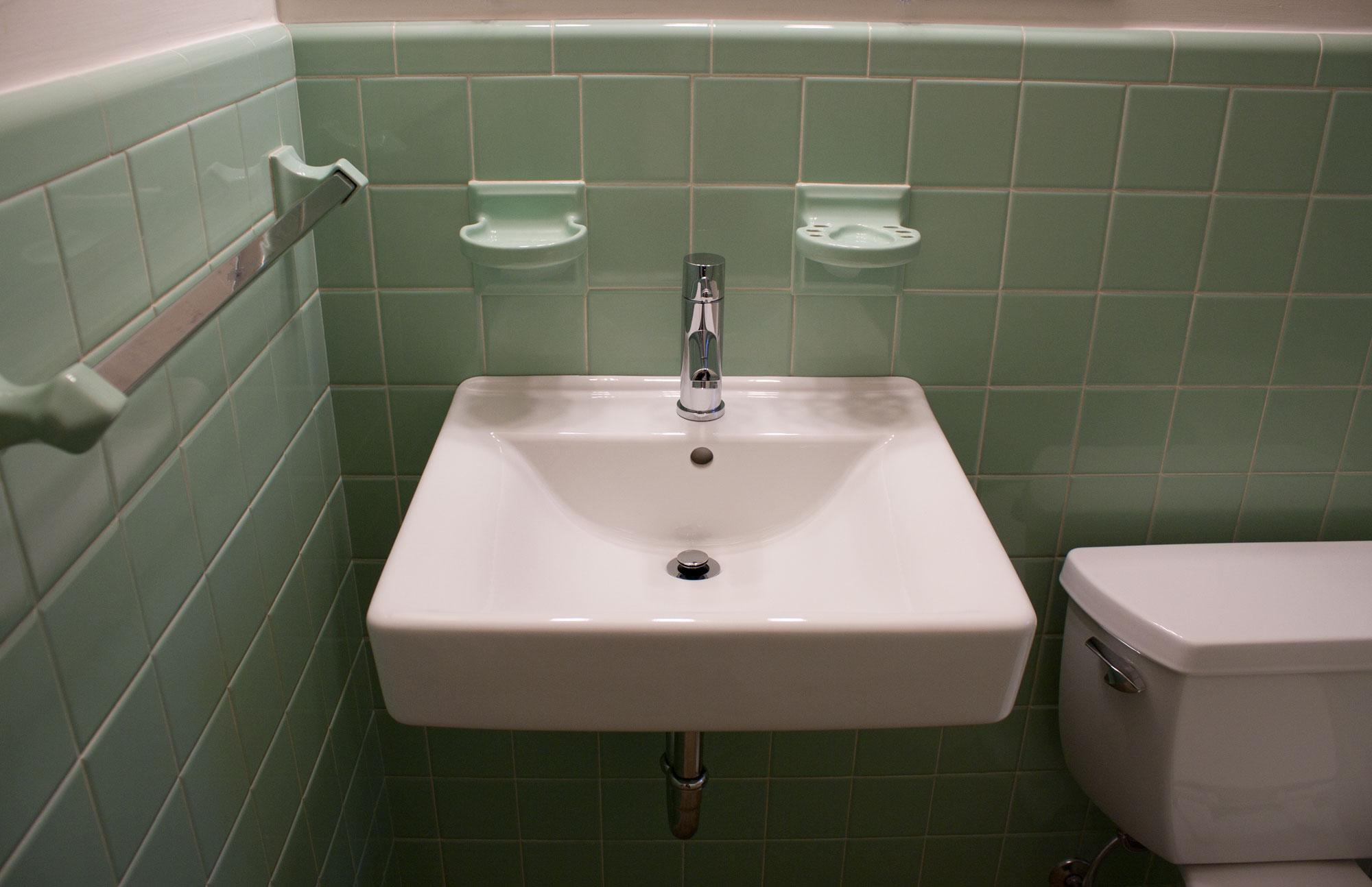 Vintage 1950s Bathroom Kibster Vintage