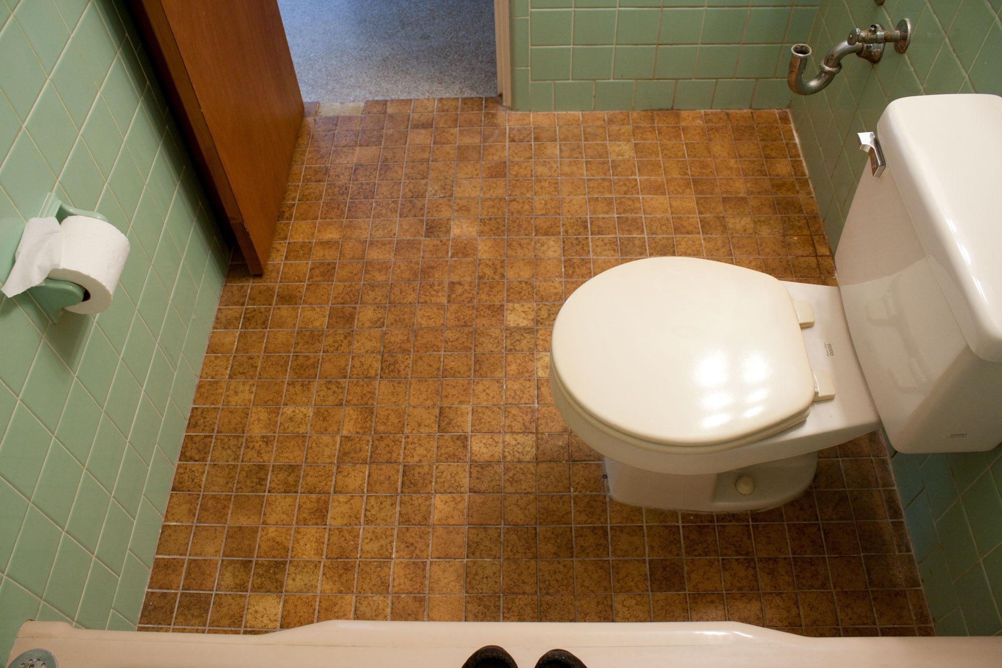 Aqua Tile Kibster Vintage -  removing bathroom tile