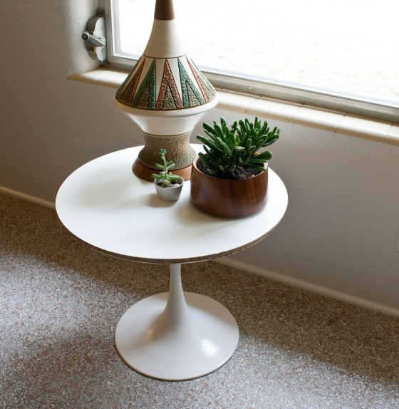 Triangle Lamp + Knoll Table